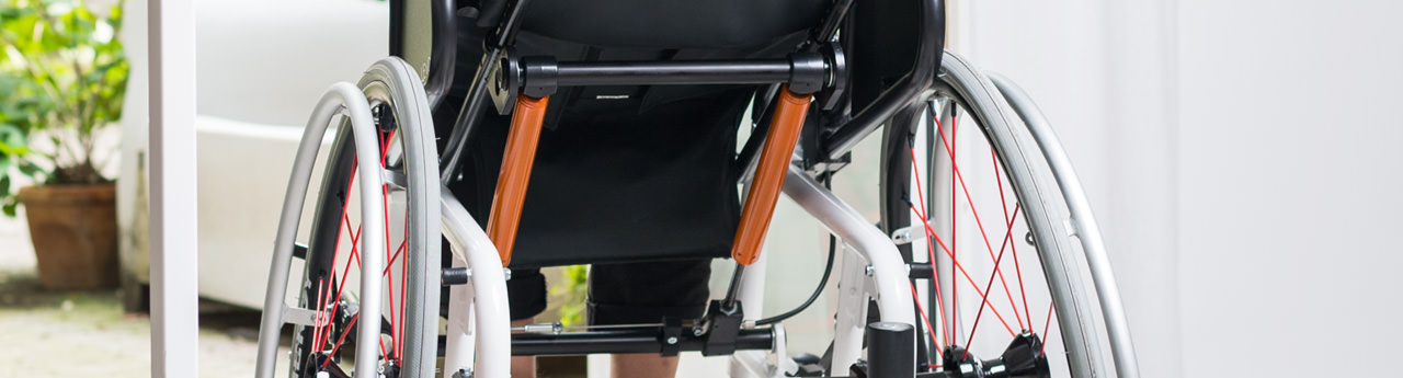 Wheelchair with variable height and tilt adjustment of the seat area thanks to SUSPA pneumatic springs